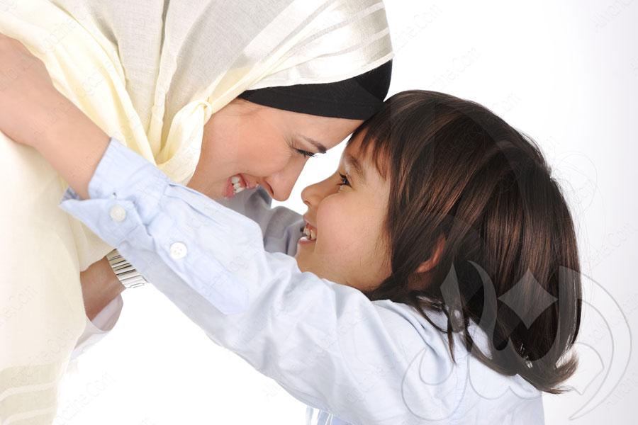 كيف نُدلـّل الأطفال من دون إفسادهم؟