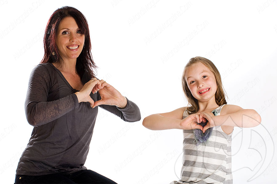 تدريس العربية للصم بلغة الإشارة من خلال الصورة المرئية (المكتوبة)