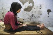 تكبيل الأشخاص ذوي الإعاقة في إندونيسيا مستمر رغم انحساره