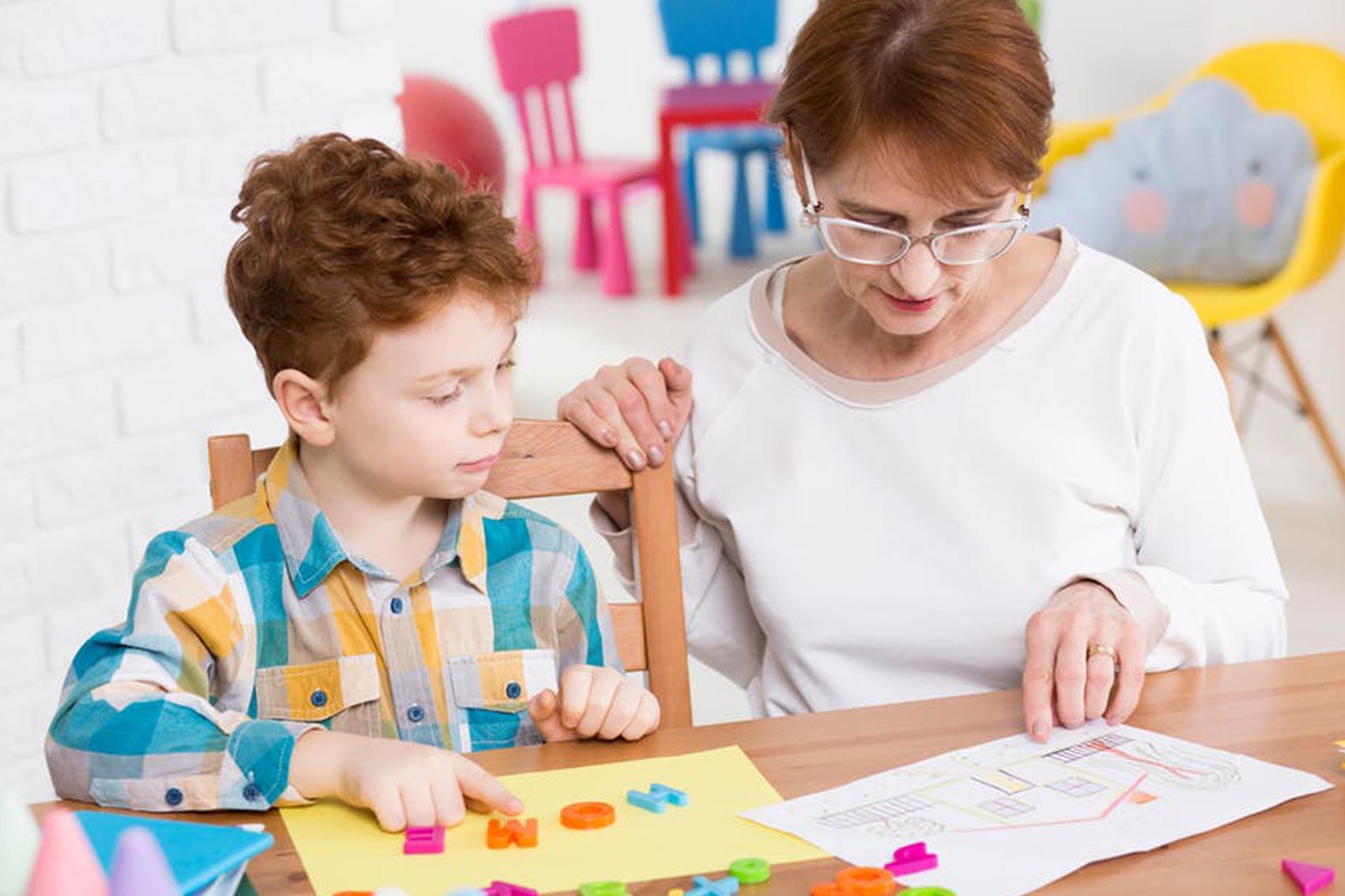 أهمية تنظيم البيئة الصفية للأطفال ذوي اضطراب طيف بالتوحد