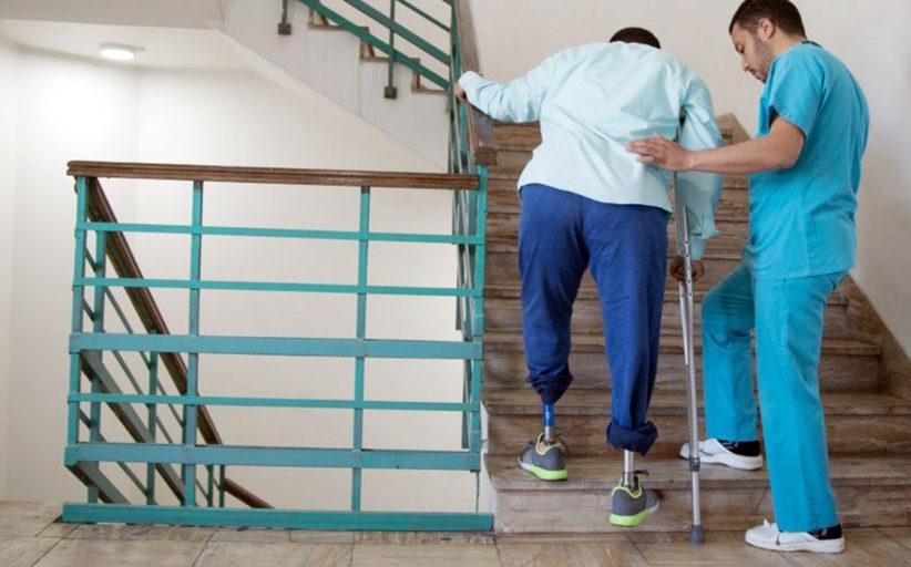 أن تتصالح مع ساق صناعية وتعاود المشي