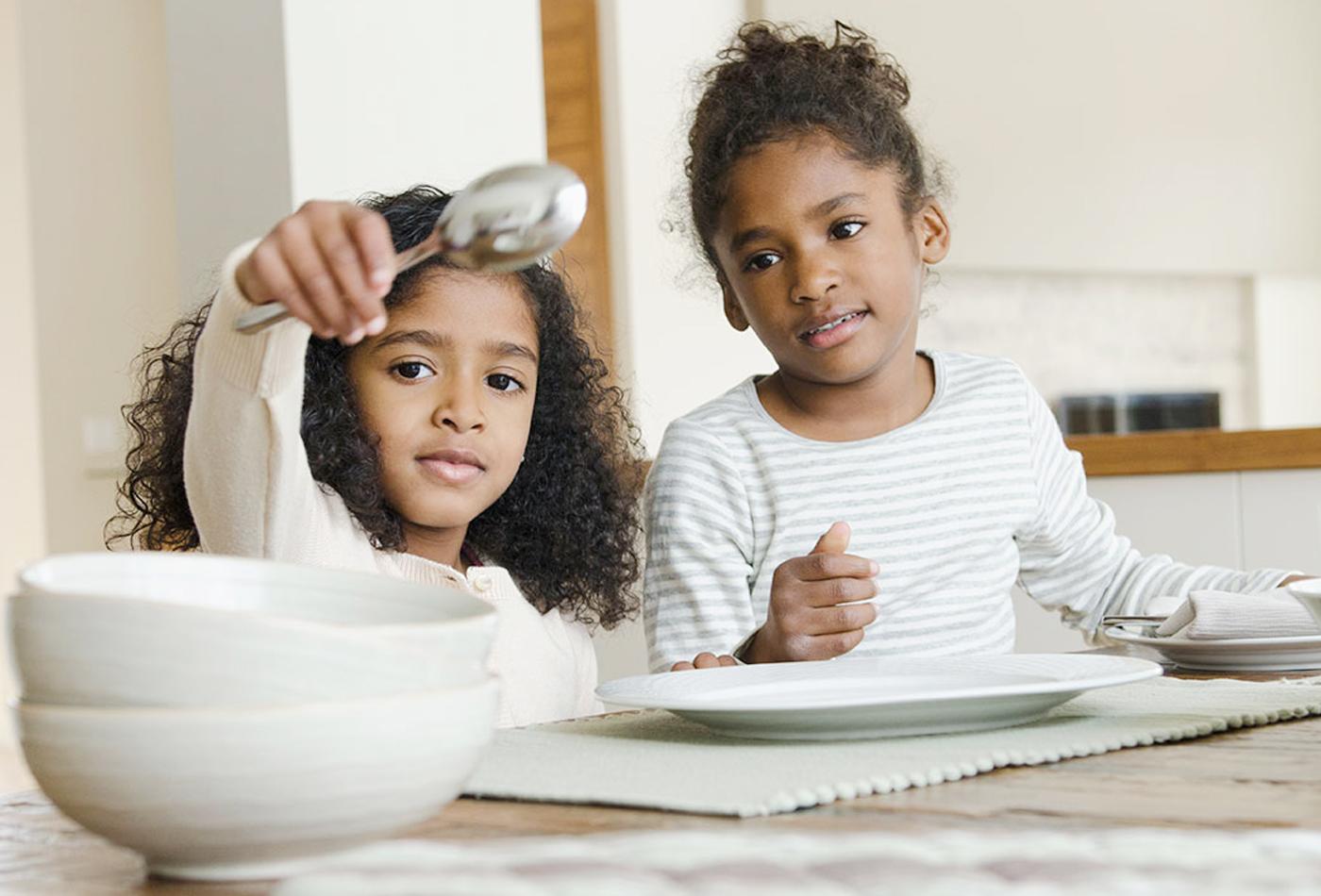 كيف يشارك الطفل تحت 6 سنوات في المهام المنزلية؟